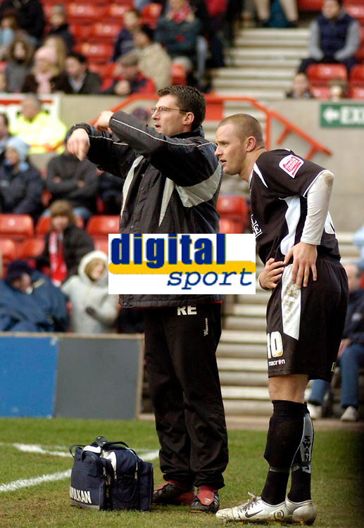 Photo: Leigh Quinnell.<br /> Nottingham Forest v Swansea. Coca Cola League 1. 11/02/2006. Swanseas Lee Trundle is taken off after hurting himself whilst he scored a goal.
