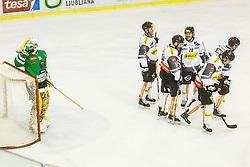 08.01.2017, Hala Tivoli, Ljubljana, SLO, EBEL, HDD Olimpija Ljubljana vs Dornbirner Eishockey Club, Qualifikationsrunde, im Bild Frazee Jeff of HDD Olimpija and players of Dornbirn Buldogs // during the Erste Bank Icehockey League Qualification round match between HDD Olimpija Ljubljana and Dornbirner Eishockey Club at the Hala Tivoli in Ljubljana, Slovenia on 2017/01/08. EXPA Pictures © 2017, PhotoCredit: EXPA/ Sportida/ Grega Valancic<br /> <br /> *****ATTENTION - OUT of SLO, FRA*****