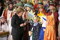 04 JUN 2008, BERLIN/GERMANY:<br /> Angela Merkel, CDU, Bundeskanzlerin, nachdem Sie einem der Heiligen drei Koenige ihre Spende in die Sammeldose gesteckt hat, waehrend dem Empfang der Sternsinger im Bundeskanzleramt<br /> IMAGE: 20080104-01-035<br /> KEYWORDS: Heilige drei Koenige, Heilige drei Könige, spendet, Geld, Geldscheine, Kanzleramt