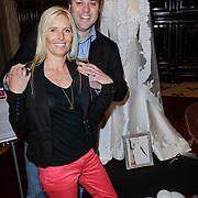 NLD/Haarzuilens/20120425 - Opening tentoonstelling Bruidjes van de Haar, Frans Bauer en partner Mariska Rossenberg bij haar trouwjurk