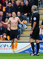 Hull City's Michael Dawson complains to Referee Martin Atkinson after being forced off the pitch to change his shirt<br /> <br /> Photographer: Chris Vaughan/CameraSport<br /> <br /> Football - Barclays Premiership - Hull City v Burnley - Saturday 9th May 2015 - Kingston Communications Stadium - Hull<br /> <br /> © CameraSport - 43 Linden Ave. Countesthorpe. Leicester. England. LE8 5PG - Tel: +44 (0) 116 277 4147 - admin@camerasport.com - www.camerasport.com