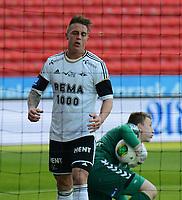 Fotball Tippeligaen Rosenborg - Sandnes Ulf<br /> 28 april 2013<br /> Lerkendal Stadion, Trondheim<br /> <br /> Sandnes Ulfs keeper Sean McDermott har nok en gang ryddet opp foran en oppgitt Rosenborgs Nicki Bille Nielsen<br /> <br /> <br /> Foto : Arve Johnsen, Digitalsport