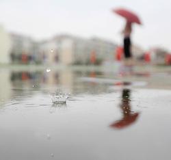 HUAI'AN, Aug. 14, 2017 - Huaian, Jiangsu, China - A pedestrian walks in the rain in east China. (Credit Image: © Zhou Haijun/Xinhua via ZUMA Wire)