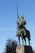 vimara peres statue in front of cathedral se porto portugal