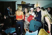 Lady Victoria Hervey ( back to camera) and Candace Bushnell. Candace Bushnell book party. Harington's. London. 1 February 2001. © Copyright Photograph by Dafydd Jones 66 Stockwell Park Rd. London SW9 0DA Tel 020 7733 0108 www.dafjones.com