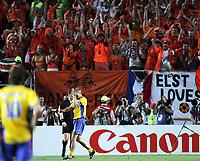 Fotball, 26. juni 2004, EM, Euro 2004, Sverige- Nederland, Der Schwede Olof Mellberg hat soeben seinen Penalty