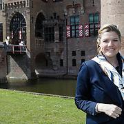 NLD/Haarzuilens/20120425 - Opening tentoonstelling Bruidjes van de Haar, Lyndsey Pfaff
