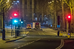 Victoria Embankment, London, January 19th 2017. Bomb disposal experts from the Royal Navy arrive at Victoria Embankment to defuse and remove an unexploded bomb discovered,  between Hungerford Bridge and Westminster Bridge, near the Houses of Parliament, by engineers working in the River Thames.