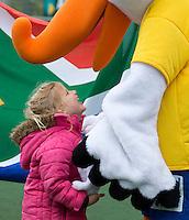 DEN HAAG - Op de velden van KZ wordt Embassy hockey toernooi gehouden. Een wedstrijd tussen het Regenboogteam en Politici werd vooraf gegaan door een vlaggenparade.Foto Koen Suyk