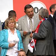 NLD/Amsterdam/20060823 - Ajax - FC Kopenhagen, Oud penningmeester Arie van Os en partner