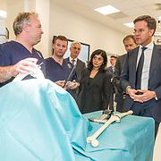 NLD/Amsterdam/20190206- Bezoek Mark Rutte aan het Skills Centre (AMC), Mark Rutte en Femke Halsema  brengen een bezoek