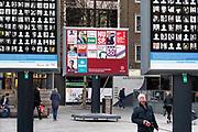 Nederland, Nijmegen, 15-2-2019 Op Plein44 staan grote borden met daarop de portretjes van slachtoffers van het vergissingsbombardement op de stad, 75 jaar geleden in 1944. Bijna 800 doden. Op 22 februari wordt dit uitrgebreid herdacht. Tussen deze borden is het verkiezingsbord te zien waarop affiches voor de komend eprovinciale verkiezingen zijn aangebracht. Een opvallende combinatie. Foto: Flip Franssen