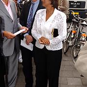 Uitreiking Bert Haantra Oeuvreprijs 2004, Sylvia Töth en vriend