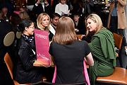Koningin Máxima is aanwezig bij de bijeenkomst van Stichting Single SuperMom. Daar gaf ze, ter gelegenheid van Internationale Vrouwendag, het startsein voor trainingen waarmee alleenstaande moeders hun zelfredzaamheid en economische positie kunnen vergroten. <br /> <br /> Queen Máxima attends the meeting of Single SuperMom Foundation. There she gave on the occasion of International Women's Day, launched training that single mothers can increase their self-sufficiency and economic position.<br /> <br /> Op de foto / On the photo:  Wendy van Dijk bij gesprek met Koningin Maxima