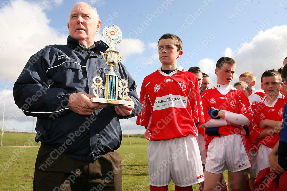 Chairman of Bord na nOg Peil Billy Archbold presents Eire Og captain Eanna Fennell with the trophy after his side beat Kilrush during their Feile Final clash in Coolmeen on Sunday afternoon.<br /> Photograph by Yvonne Vaughan