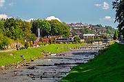 Promenada spacerowa wzdłuż brzegu potoku Grajcarek. Szczawnica