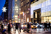 New York, New York. Etats Unis. 18 Decembre 2010.Tour Trump et Tiffany (5eme Avenue entre 56th et 57th Street)..New York, New York. United States. December 18th 2010.Trump Tower and Tiffany's (5th Avenue between 56th and 57th Street)
