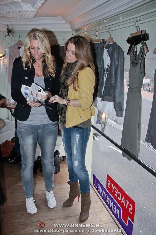 NLD/Amsterdam/20110228 - Presentatie Mama Licious, Ellemieke Vermolen en Monique Verkaart bekijken de Mama Licious catalogus