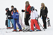 Fotosessie met de koninklijke familie in Lech /// Photoshoot with the Dutch royal family in Lech .<br /> <br /> Op de foto / On the photo:  Prinses Laurentien en Prinses Mabel met hun kinderen / Princess Laurentien, Princess Mabel with their children
