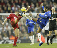 Fotball<br /> Premier League England 2004/2005<br /> Foto: SBI/Digitalsport<br /> NORWAY ONLY<br /> <br /> Liverpool v Chelsea<br /> FA Barclays Premiership, Anfield, 01/01/05<br /> <br /> Liverpool's Steven Gerrard and Chelsea's Didier Drogba