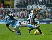 Photo. Andrew Unwin Digitalsport<br /> Newcastle United v Fulham, Barclays Premiership, St James' Park, Newcastle upon Tyne 07/11/2004.<br /> Newcastle's Craig Bellamy (R) looks to evade a challenge from Fulham's Steed Malbranque (L).