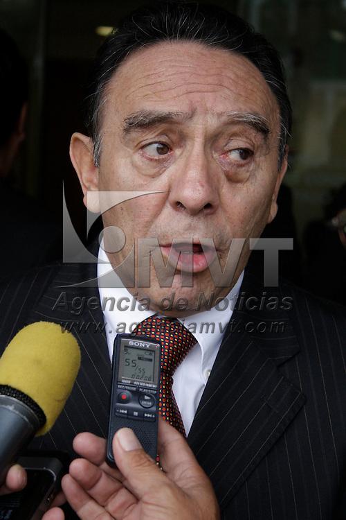 Toluca, México.- Carlos Flores González, Director General del Centro Estatal de Control de Confianza, tras finalizar la firma de convenio con la CODHEM. Agencia MVT / Arturo Hernández S.