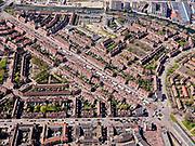 Nederland, Noord-Holland, Amsterdam; 16-04-2021; Amsterdam-Noord, overzicht Van der Pekbuurt en Gentiaanbuurt. Van der Pekstraat met marktkramen, de Pekmarkt.<br /> Amsterdam-Noord, overview Van der Pekbuurt and Gentiaanbuurt. Van der Pekstraat with market stalls, streetmarket, the Pekmarkt.<br /> luchtfoto (toeslag op standard tarieven);<br /> aerial photo (additional fee required)<br /> copyright © 2021 foto/photo Siebe Swart