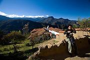 Merida_VEN, Venezuela...Regiao montanhosa em Merida, Venezuela.Na foto uma turista...Mountainous region of Merida, Venezuela. In the photo a tourist...Foto: JOAO MARCOS ROSA / NITRO