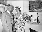 04/08/1960<br /> 08/04/1960<br /> 04 August 1960<br /> R.D.S Horse Show Dublin (Thursday). Mrs Sylvia Macartney shows Australian friend Mr. Harry Robinson, of New South Wales one of the many horse paintings she has on exhibition at the Dublin Horse Show.