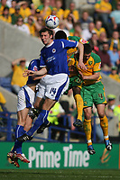 Photo: Pete Lorence.<br />Leicester City v Norwich City. Coca Cola Championship. 14/04/2007.<br />Gareth McAuley connects with the ball.