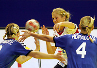05.12.2008 Ohrid(FYR Macedonia)<br />Ukraine-Norway European women's handball championship<br />Sulland Linn(c)Norway between Shymkute Rehina(L)and Pidpalova Anastasia(r) (R) Ukraine <br />Foto:Aleksandar Djorovic