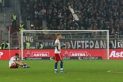 Fuusball: 2. Bundesliga, FC St. Pauli - Hamburger SV 2:0, Hamburg, 16.09.2019<br /> Enttaeuschung bei den HSV-Spielern<br /> © Torsten Helmke