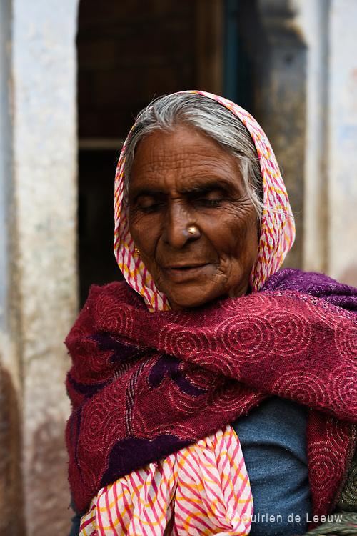 Portrait of Hindu woman, Jaipur, Rajasthan province.