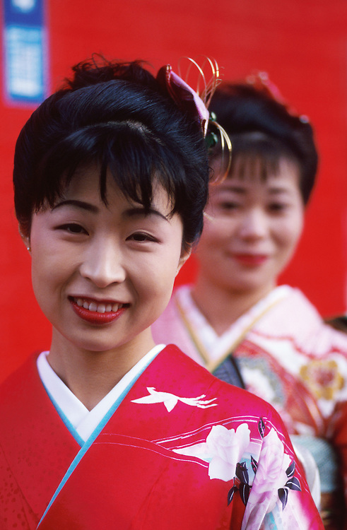 Mariko Tsunekawa and her friend Kikuko Taguchi are dressed in Japanese ceremonial garb in Nagoya, Japan. MODEL RELEASED