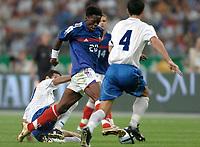 Fotball<br /> EM-kvalifisering<br /> Frankrike v Israel<br /> 4. september 2004<br /> Foto: Digitalsport<br /> NORWAY ONLY<br /> LOUIS SAHA (FRA) / VALEED BADEER / ARIEL BANADO (ISR)