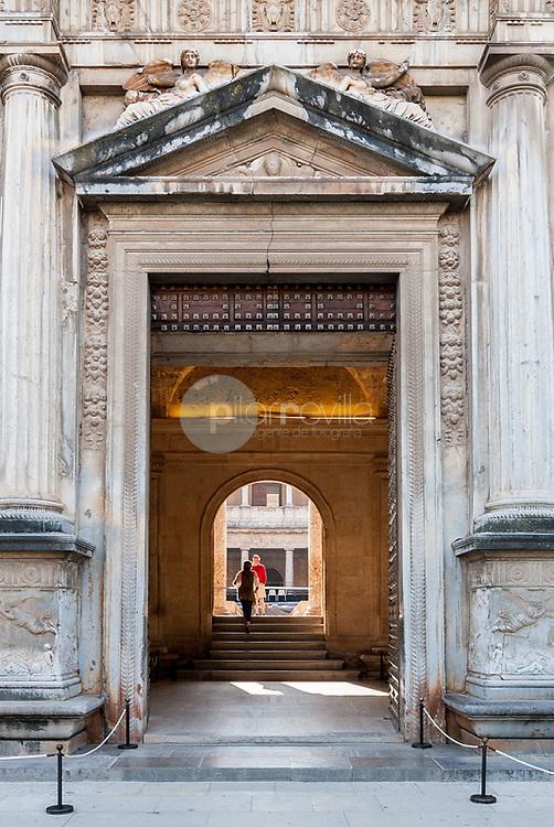 Puerta de entrada al palacio de Carlos V. Granada. Andalucia. España. Europa ©Country Sessions / PILAR REVILLA