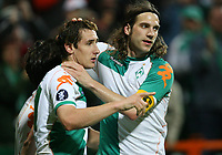 Fotball<br /> 12.04.2007<br /> Foto: Witters/Digitalsport<br /> NORWAY ONLY<br /> <br /> Jubel Miroslav Klose, Torsten Frings Bremen <br /> UEFA-Cup Viertelfinale SV Werder Bremen - AZ Alkmaar 4:1