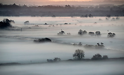 © Licensed to London News Pictures. 17/11/2017. Butleigh Moor, UK.  Mist swathes Butleigh Moor at sunrise on a frosty morning. Photo credit: Jason Bryant/LNP
