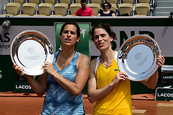 June 9, 2018 - Paris, France, France - Amelie Mauresmo (Fra) / Nathalie Dechy (Fra) - Finale Trophee des Legendes Femmes avec les trophees (Credit Image: © Panoramic via ZUMA Press)