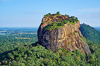 Sri Lanka, province du centre-nord, district de Polonnaruwa, Sigiriya, Ville ancienne et forteresse de Sigiriya classée patrimoine mondial de l'UNESCO, vue aerienne du rocher du lion // Sri Lanka, Ceylon, North Central Province, Sigiriya Lion Rock fortress, UNESCO world heritage site, aerial view
