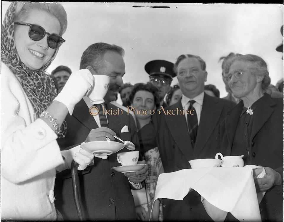 15/06/1961<br /> 06/15/1961<br /> 15 June 1961<br /> <br /> A Royal Visit to Ireland by Princess Grace and Prince Rainier of Monaco. The royal couple at Westport, Co. Mayo.The Royal Couple climb Croagh Patrick.