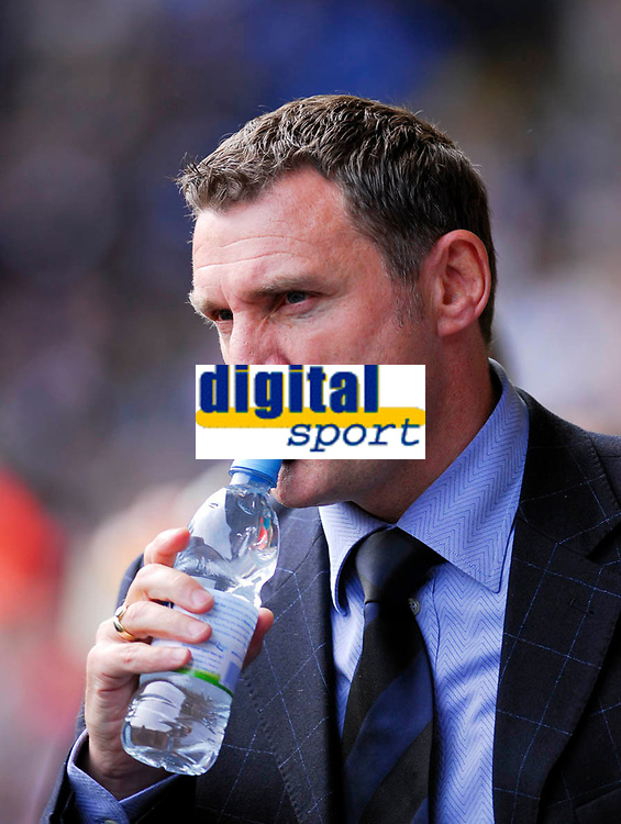 Photo: Leigh Quinnell.<br /> West Bromwich Albion v Barnsley. Coca Cola Championship. 06/05/2007. West Brom manager Tony Mowbray in thought before the game.