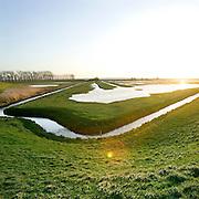Nederland Zuid Beijerland 1 januari 2007 .Ondergelopen land bij Haringvliet .Foto David Rozing