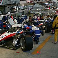 #7 Peugeot 908 HDi FAP in the pits - Team Peugeot Total (Drivers - Nicolas Minassian, Marc Gené and Jacques Villeneuve) LMP1, Le Mans 24Hr 2007