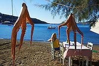 Grece, Cyclades, ile de Kythos, restaurant sur la plage de Merihas // Greece, Cyclades islands, Kythnos, restaurant on the Merihas beach