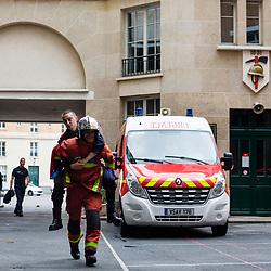 Prise de garde en début de journée à la 5ème Compagnie de la Brigade des Sapeurs-Pompiers de Paris. Appel matinal, vérification des véhicules par les équipages et manoeuvres de secours à la caserne de Champerret.<br /> Mai 2019 / Paris (75) / FRANCE <br /> Voir le reportage complet (120 photos) https://sandrachenugodefroy.photoshelter.com/gallery/2019-05-Sapeurs-pompiers-de-Paris-lors-des-GJ-acte-27-Complet/G0000uAl4raatUVQ/C0000yuz5WpdBLSQ