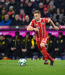31.03.2018, Allianz Arena, Muenchen, GER, 1. FBL, FC Bayern Muenchen vs Borussia Dortmund, 28. Runde, im Bild Joshua Kimmich FC Bayern München am Ball // during the German Bundesliga 28th round match between FC Bayern Munich and Borussia Dortmund at the Allianz Arena in Muenchen, Germany on 2018/03/31. EXPA Pictures © 2018, PhotoCredit: EXPA/ Eibner-Pressefoto/ Weber<br /> <br /> *****ATTENTION - OUT of GER*****