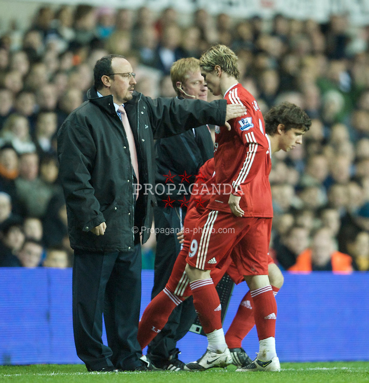 LONDON, ENGLAND - Wednesday, November 12, 2008: Liverpool's Fernando Torres is substituted by manager Rafael Benitez against Tottenham Hotspur during the League Cup 4th Round match at White Hart Lane. (Photo by David Rawcliffe/Propaganda)