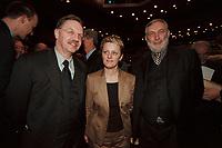 18 JAN 2001, BERLIN/GERMANY:<br /> Gerd Sonnleitner (L), Praesident des Deutschen Bauernverbandes, Renate Kuenast (M), B90/Gruene, Bundeslandwirtschafts- und verbraucherschutzministerin, und Dr. Franz Fischler (R), EU Kommisar fuer Landwirtschaft, Eroeffnungsfeier Internationale Gruene Woche Berlin 2001, ICC Berlin<br /> IMAGE: 20010118-02/02-22<br /> KEYWORDS: Renate Künast, Grüne Woche