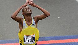 03-11-2013 ATLETIEK: NY MARATHON: NEW YORK <br /> Lusapho April RSA werd derde op de NY marathon in 02:09:45.<br /> ©2013-FotoHoogendoorn.nl